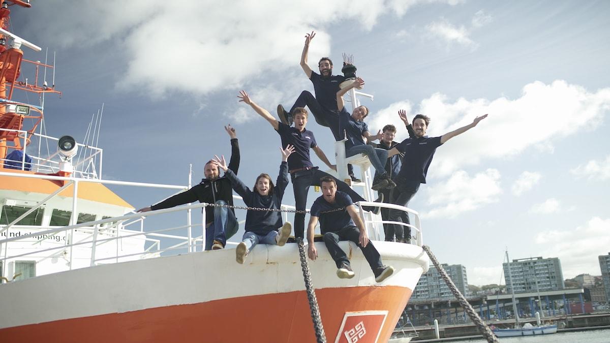 L'équipe Plastic Odyssey à bord de leur nouveau navire
