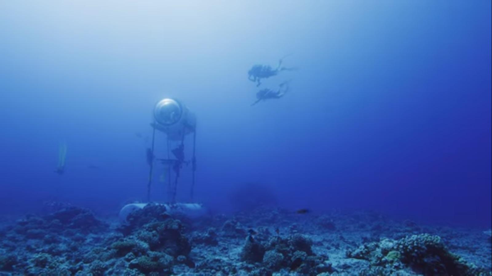 Under the Pole Les plongeurs nagent vers la Capsule